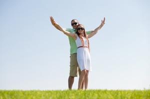 natura24 - Mann und Frau glücklich zusammen